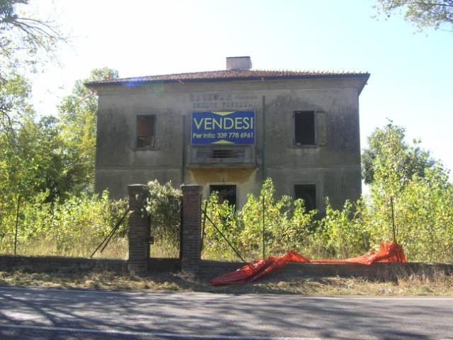 Immobile da ristruturare nei pressi della strada Romea A Lido di Spina