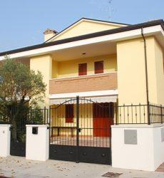 Villetta primo e secondo piano con giardino privato A Lido degli Estensi
