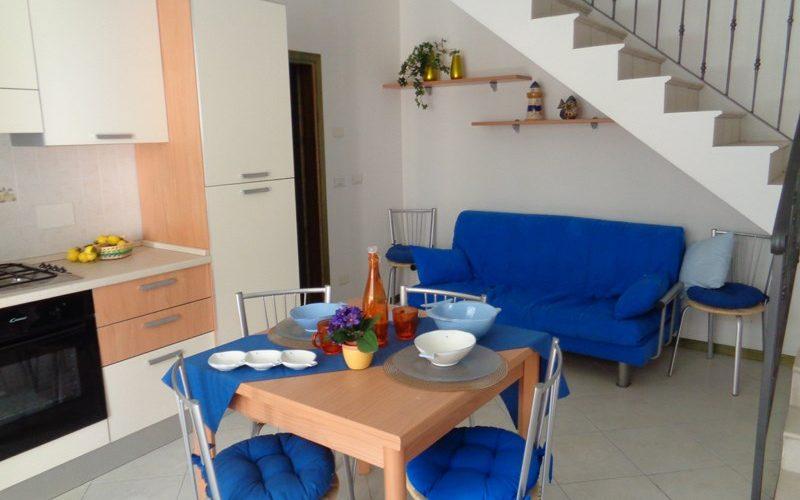 Proponiamo in vendita Villette disposte al piano primo e secondo a 50mt dal mare a Lido di Pomposa