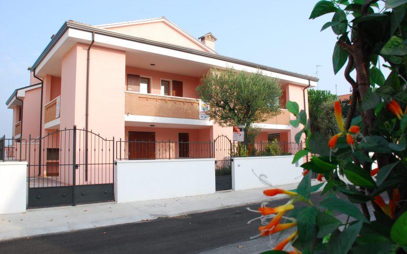 Vendiamo Villetta disposta al piano terra con giardino a Lido degli Estensi